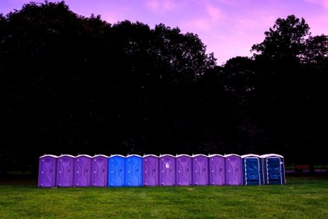 How to install portable toilets on your worksite